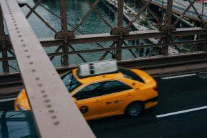 Praca jako kierowca taxi zapewnia wiele wrażeń