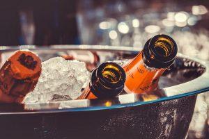 Schłodzony noworoczny szampan