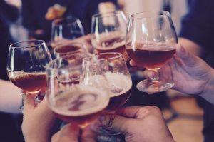 Toast ze szklankami z piwem