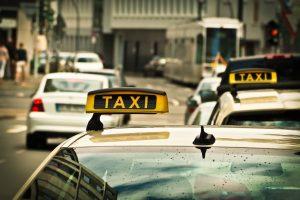 Taxi na drodze
