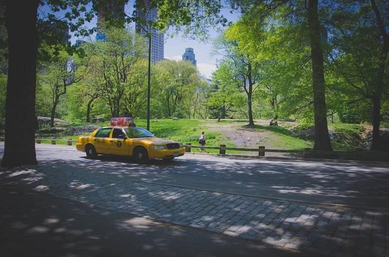 Nowojorska taksówka w pobliżu central parku